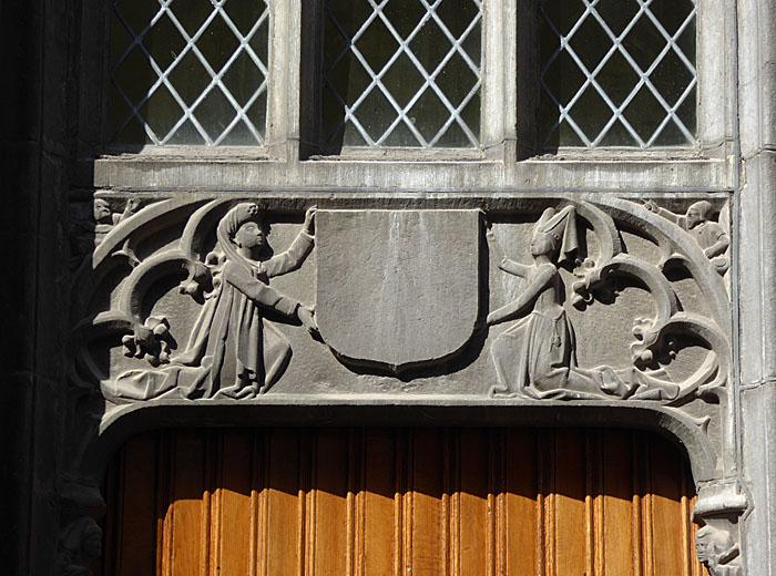 Foto van decoratie boven deur