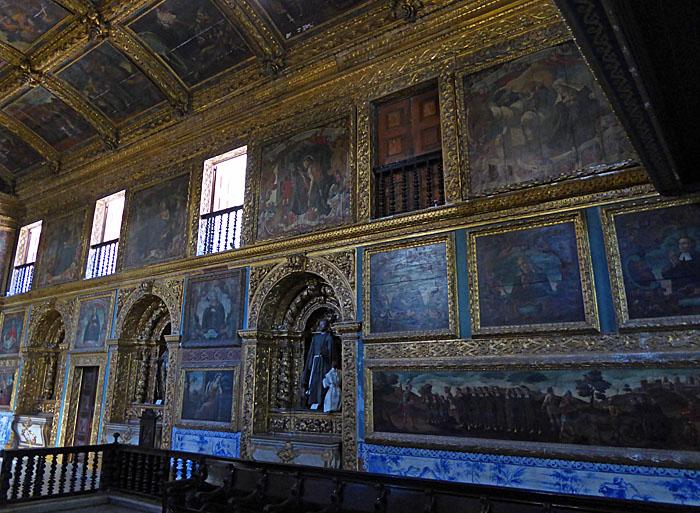 Foto van rijk vergulde kapel