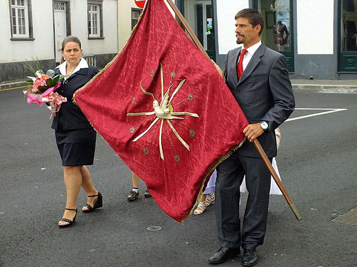 Foto van man en vrouw met vlag